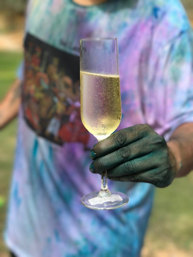 Bubbly in a coloured hand
