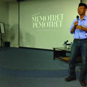 Drs. Alexandri Luthfi R., M.S. Dekan FSMR ISI Yogyakarta menyampaikan sambutan sekaligus membuka acara Workshop dan bedah buku Memotret Pemotret