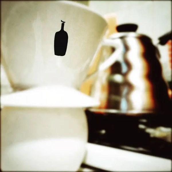 ブルーボトル新ドリッパー。美味しい上に見た目もgood。なんだけど、毎回ペーパーが取りづらいんだよね…。#ブルーボトルコーヒー#ドリッパー#bluebottlecoffee (by Instagram)