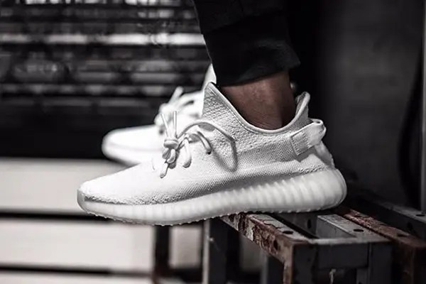 YEEZY BOOST 350 V2 『triple white / トリプルホワイト』