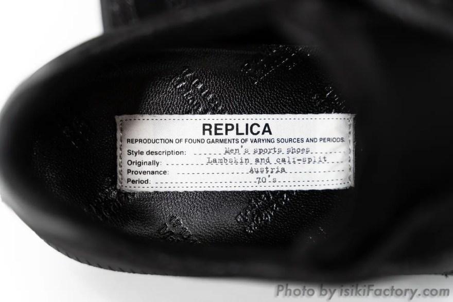 インソールに縫い付けられた「REPLICA」タグ