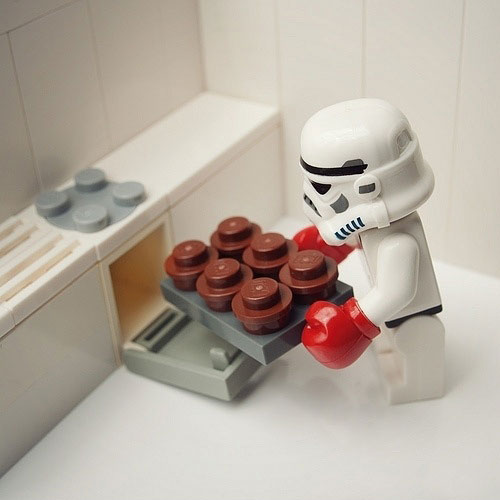 funny-Lego-stormtrooper-baking-cupcakes