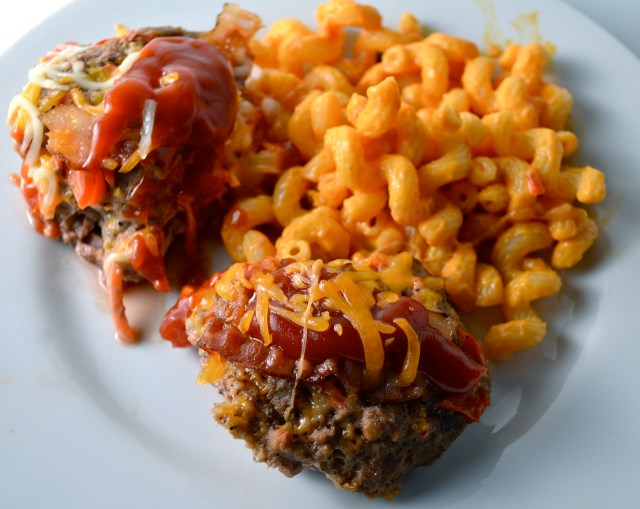 Bacon-Topped Mini Meat Loaves With Con Queso Pasta