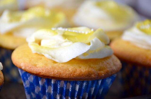 Lemon Cupcakes With Lemony Buttercream Icing
