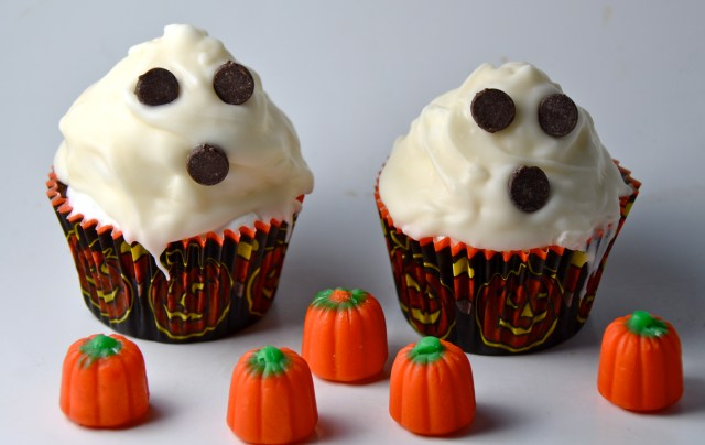 White Chocolate Hi-Hat Ghost Cupcakes