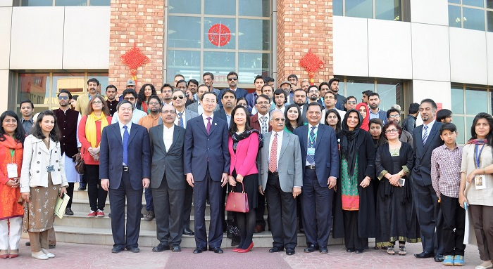 Group photo of Chinese Ambassador, Mr.Sun Weidong and His Excellency's spouse with teachers and students of COMSATS University Islamabad n 24 Feb. 2016. Photo by COMSATS
