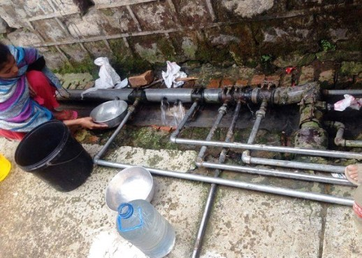 The miserable condition of water supply in G-7 slums in Islamabad. Photo by Zakhia Irfan
