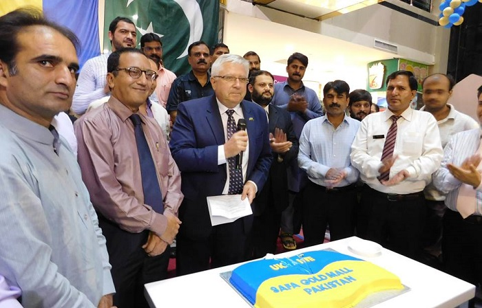 Ambassador V.I. Lakomov and Safa Gold Mall's general manager with guests marking Ukraine's Independence Day in Islamabad.