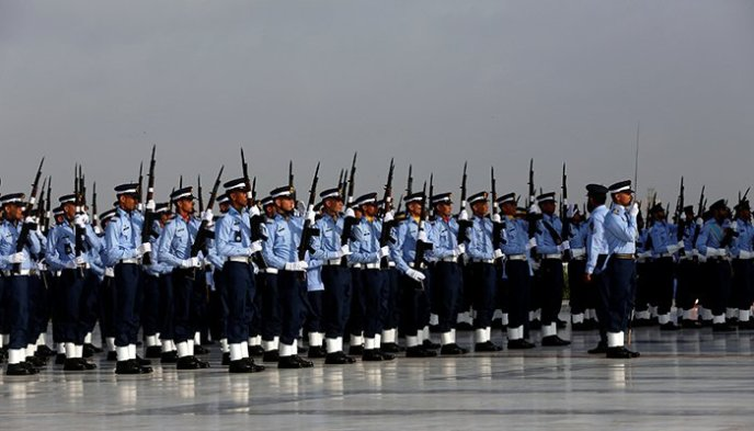 Members of Pakistan´s air force take part during Defence Day ceremonies, or Pakistan´s Memorial Day, at the mausoleum of Muhammad Ali Jinnah in Karachi, Pakistan September 6, 2017 - Reuters