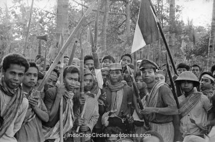 youth-armed-to-the-teeth-ready-to-kill-communists-at-mount-merapi-area-november-1965