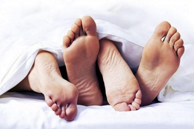 Adab dalam Melakukan Hubungan Suami Istri