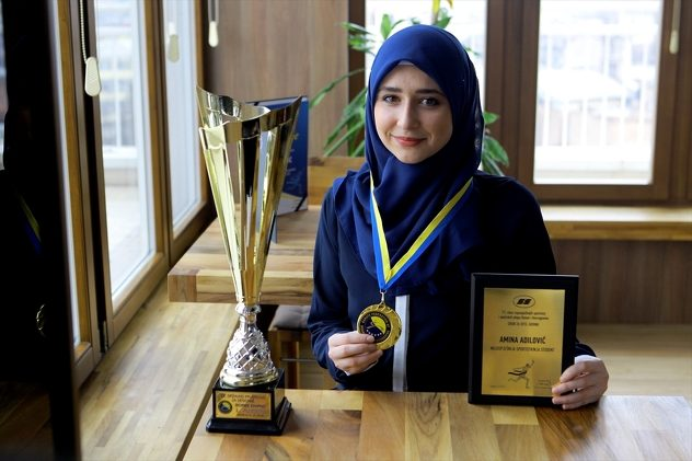 Hijabi_Girl_Tops_Bosnia_Karate_Records