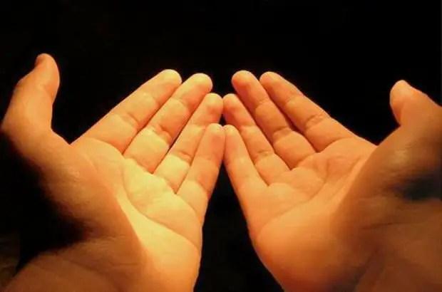 hands in dua
