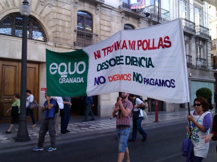 """Pancarta de la manifestación """"Pueblos unidos contra la Troika"""""""