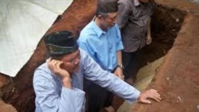 Photo of Hukum Adzan dan Iqamah Saat Menguburkan Mayit