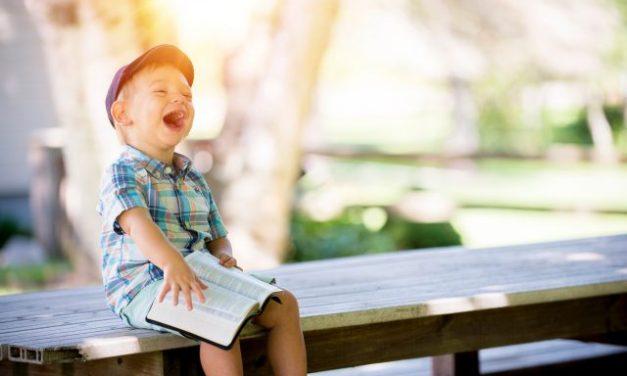 "Tertawa Bersama Para ""Sastrawan Gila"""