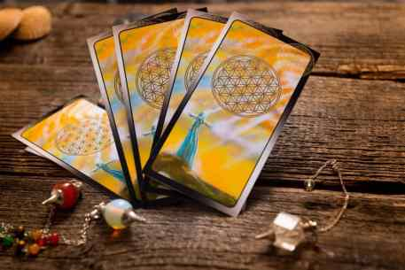 tarot cards with an online psychic