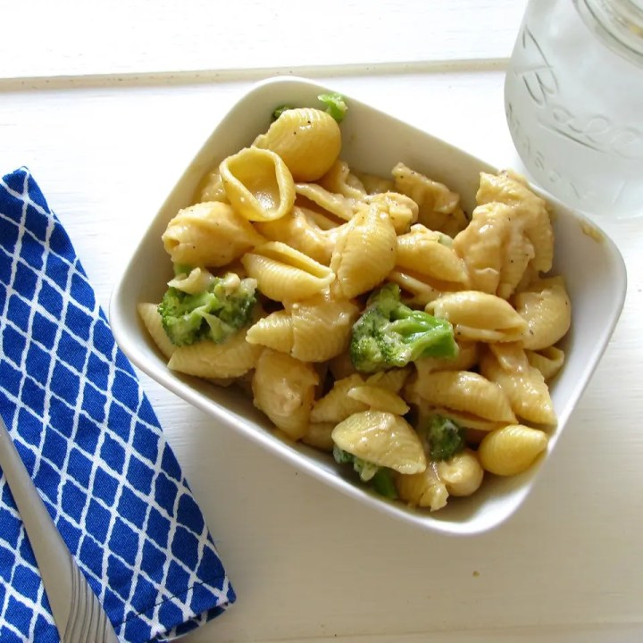 Pasta with Roasted Garlic, Cheddar and Wine Sauce