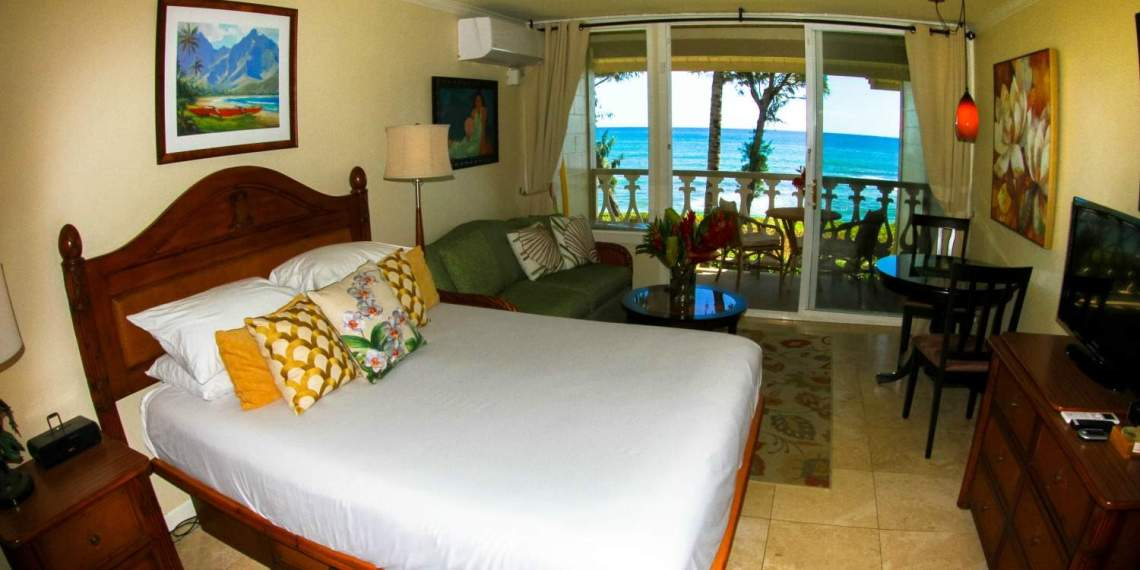 Room with ocean view at Islander on the Beach in Kauai 346