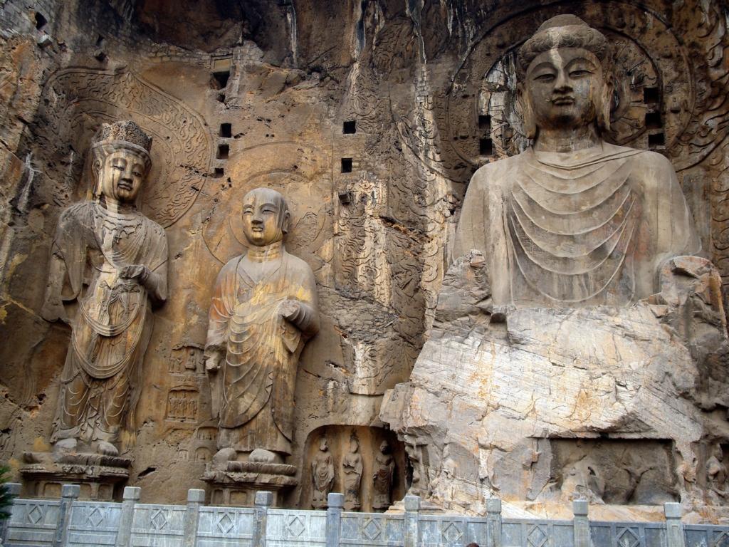 Photo: 5th-century Buddhist Longmen Caves in China