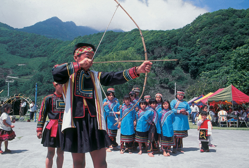Photo: Bunun boy in archery tournament