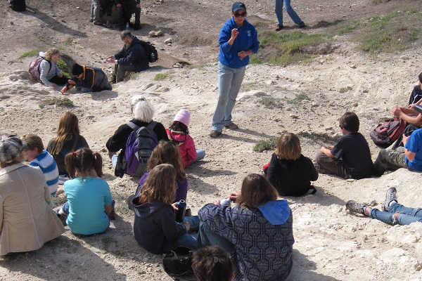 Students learning about diamtomacios earth.
