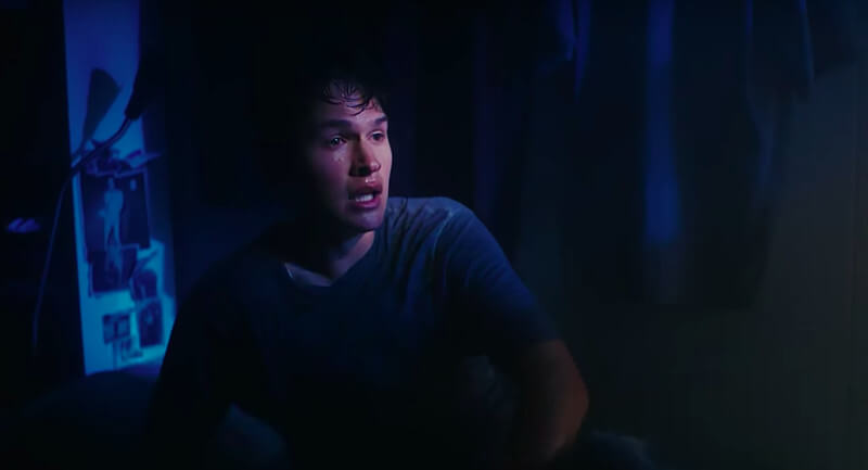 """Ansel Elgort de """"Baby Driver"""" rapea y se deshidrata en su nuevo video: """"Supernova"""""""