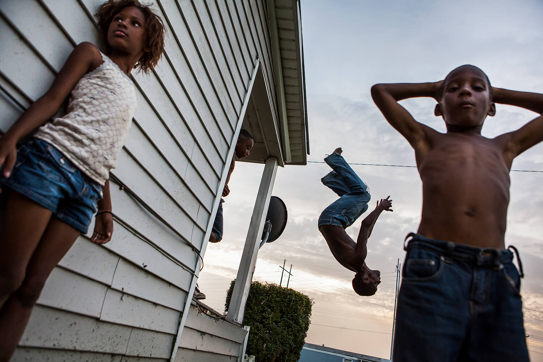 Grant Ellis: Postales del delta del Mississippi sumergidas en caña de azúcar y blues