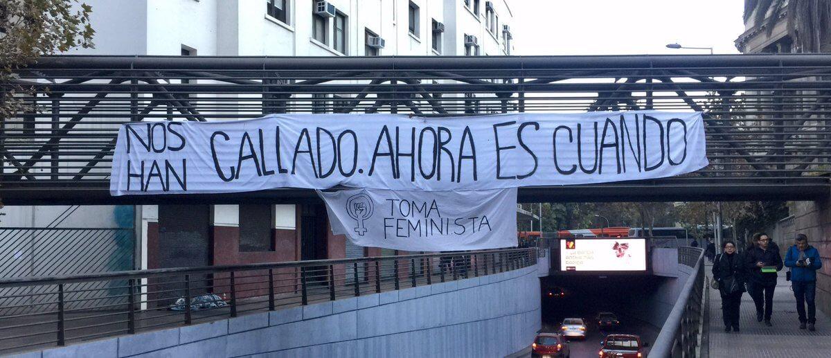 Estudiantes chilenas hacen histórica toma feminista en Casa Central de la Universidad Católica