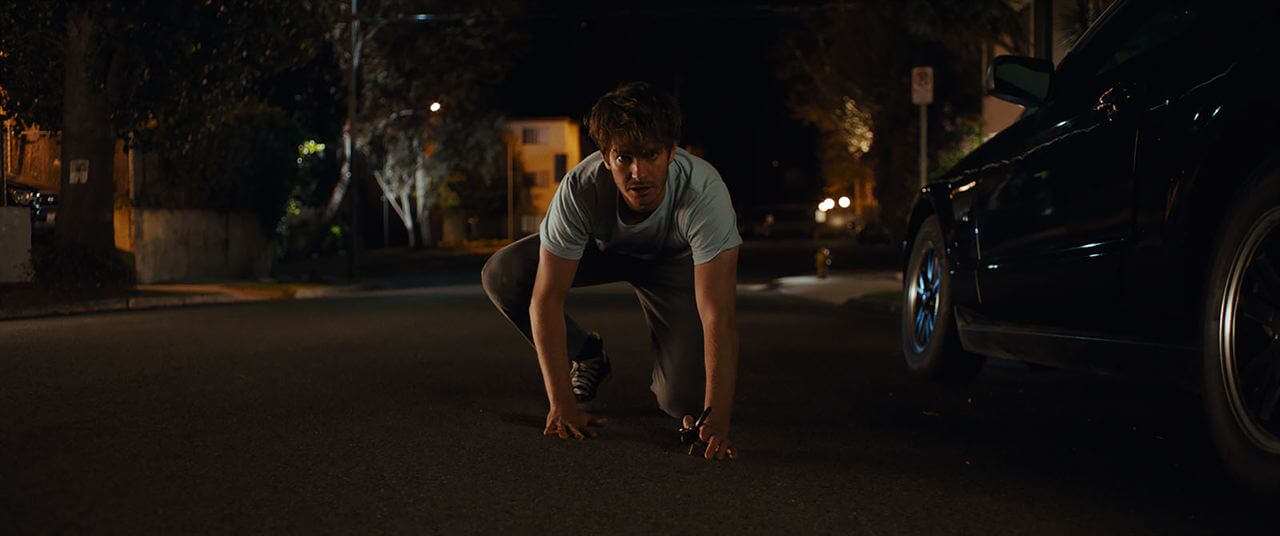 """Under The Silver Lake"": El frenético thriller neo-noir con Andrew Garfield y mucho humo de marihuana"