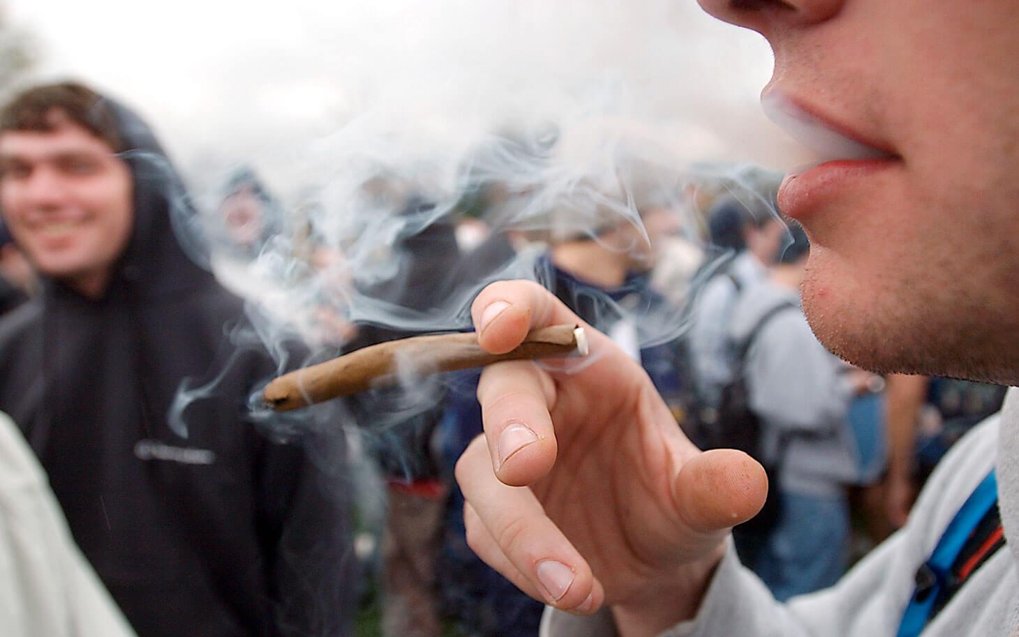 Los jóvenes chilenos son los mayores consumidores de marihuana y cocaína de Latinoamérica