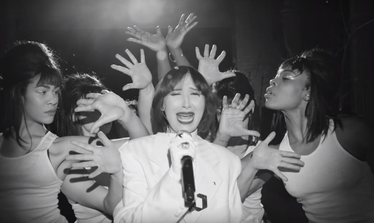 10 lanzamientos recientes que debes escuchar: Karen O + Panic! At The Disco + Kero Kero Bonito y más