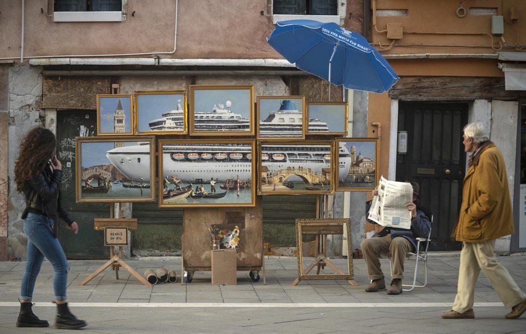 Banksy deja un mural en Venecia, y lo sacan de la Piazza San Marco por vender su arte ilegalmente
