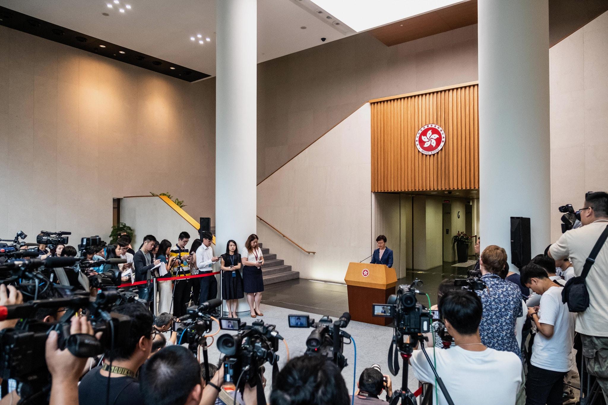 """La líder de Hong Kong, Carrie Lam, declara proyecto de ley de extradiciones """"muerto"""""""
