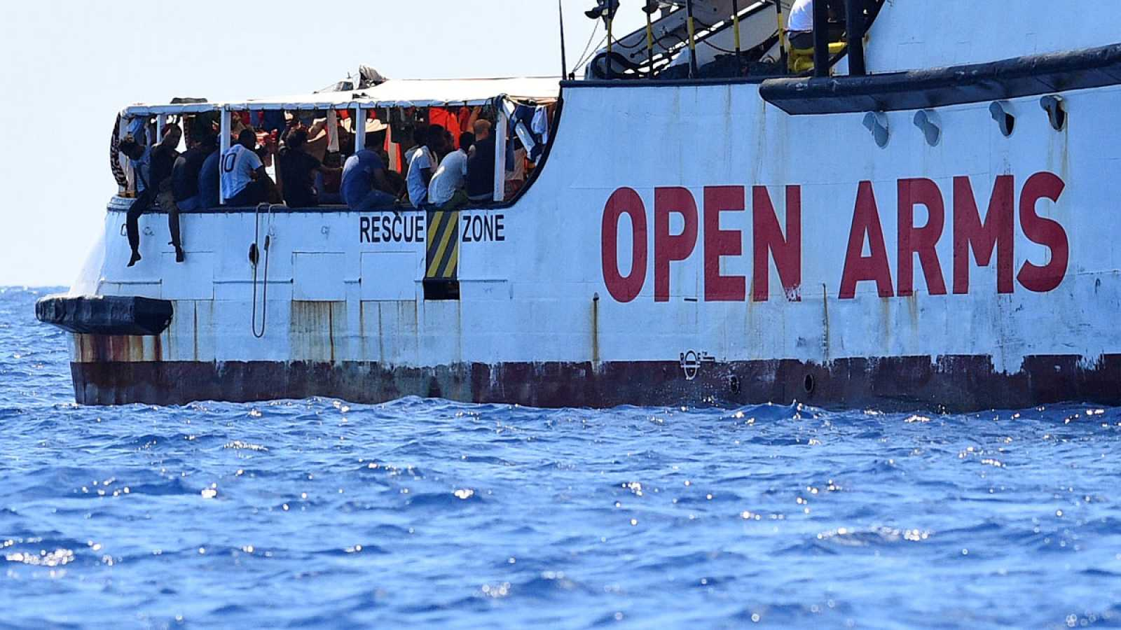 """""""Open Arms"""": ¿Por qué España, Italia y una ONG se enfrentan por el desembarco de migrantes africanos?"""