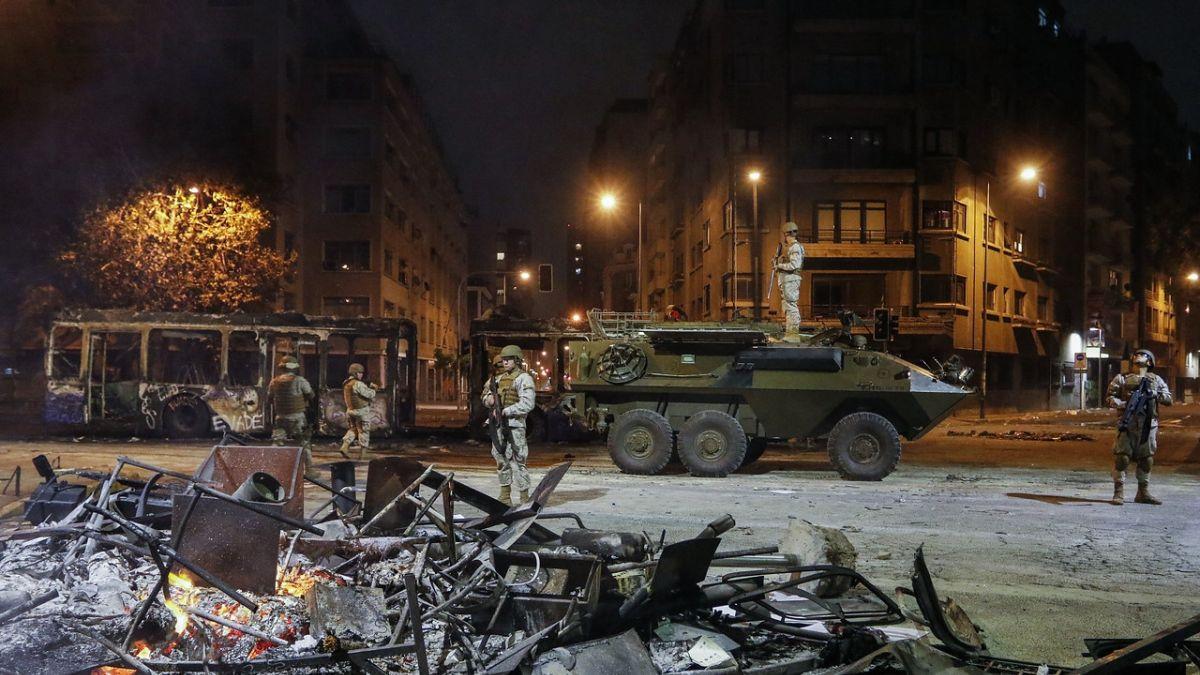 Caos en Chile: Anuncia toque de queda por segundo día consecutivo