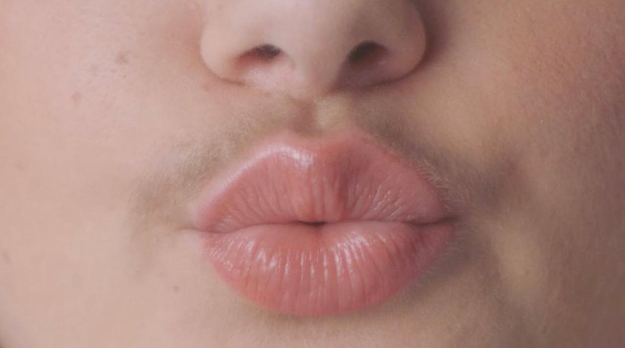 Billie promueve el vello facial e invita a romper los estigmas femeninos en Movember