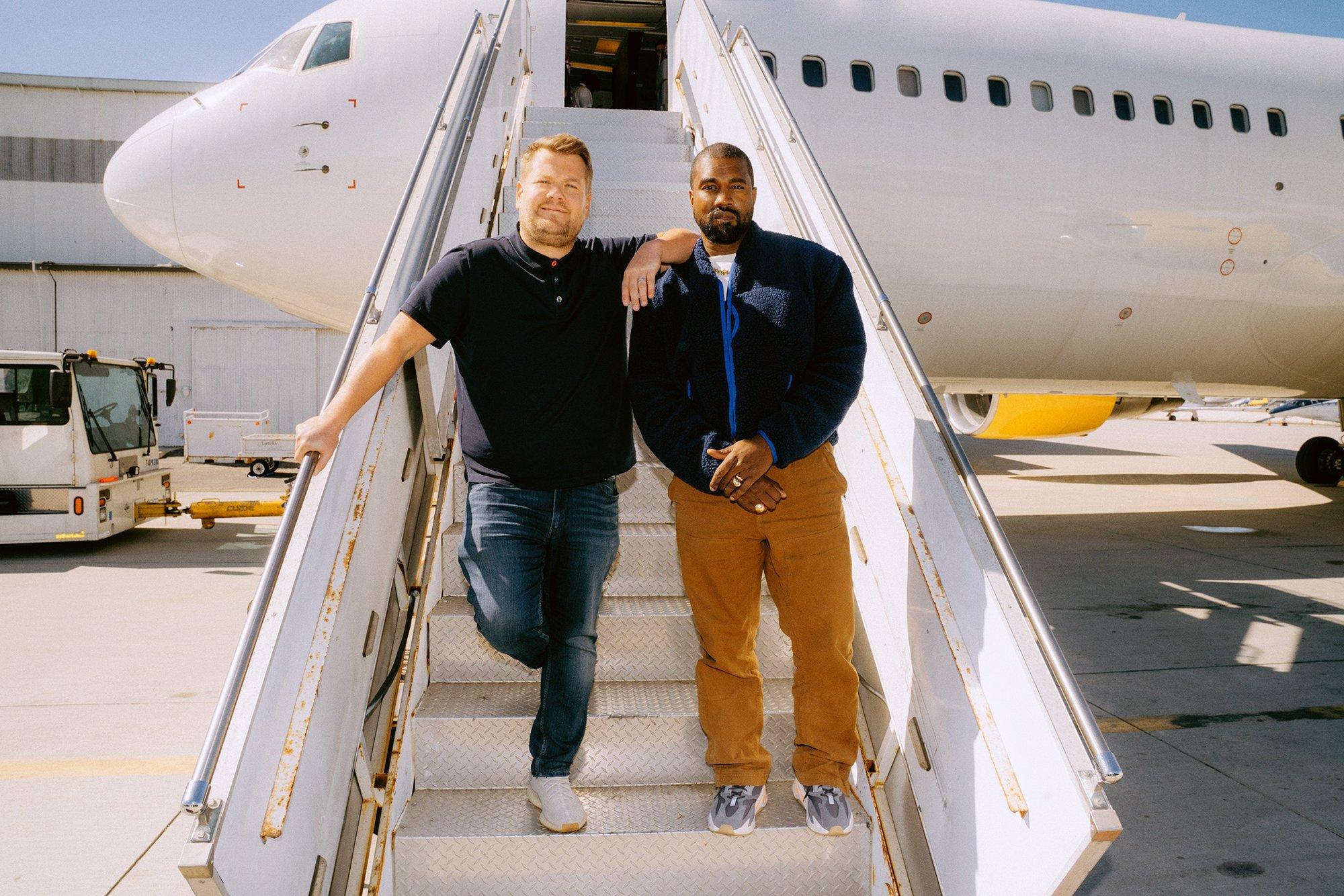 """Kanye West y James Corden se van de viaje musical en el primer vuelo del """"Airpool Karaoke"""""""