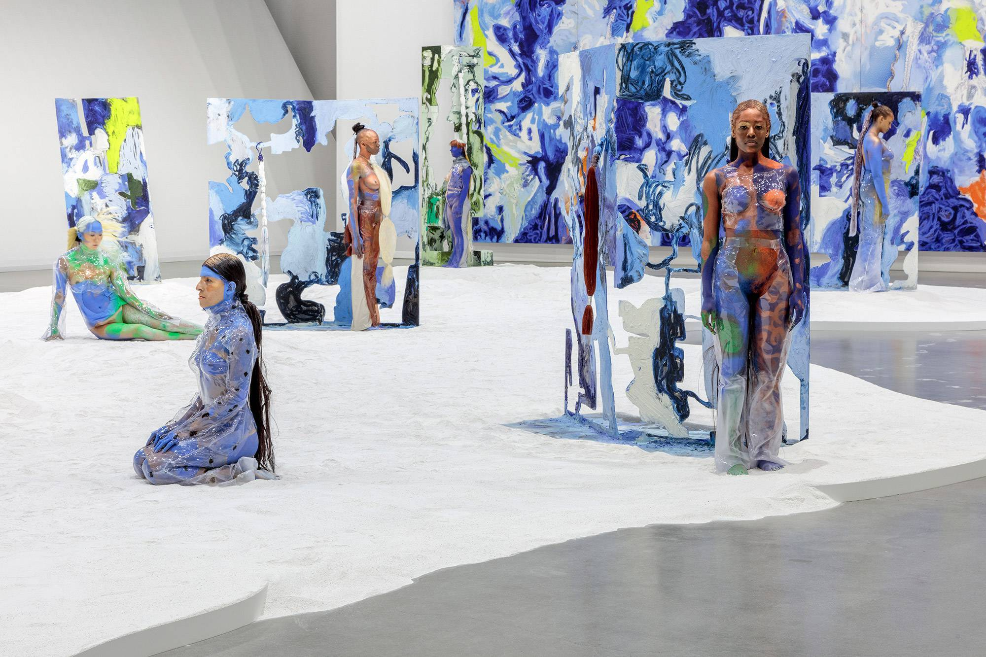 Conoce a Donna Huanca, la artista que transforma la piel en lienzo para deconstruir clichés de género