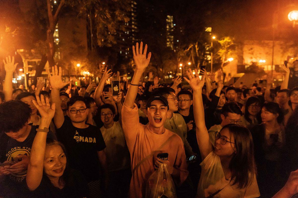 Hong Kong: Resultados electorales da una aplastante victoria pro-democracia nunca antes vista en la isla
