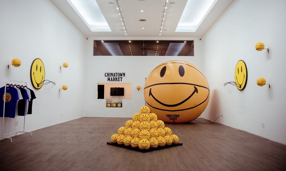 La historia y el negocio tras la Smiley Face, un símbolo de la contracultura, de los raves y de la moda