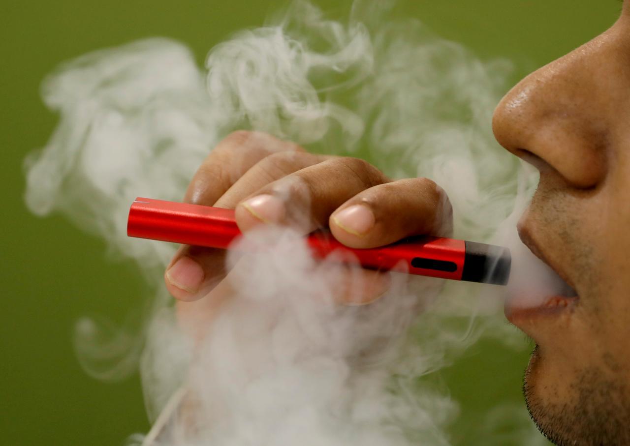 Advierten que fumar cigarrillos y hacer vaping duplica el riesgo de sufrir derrames cerebrales