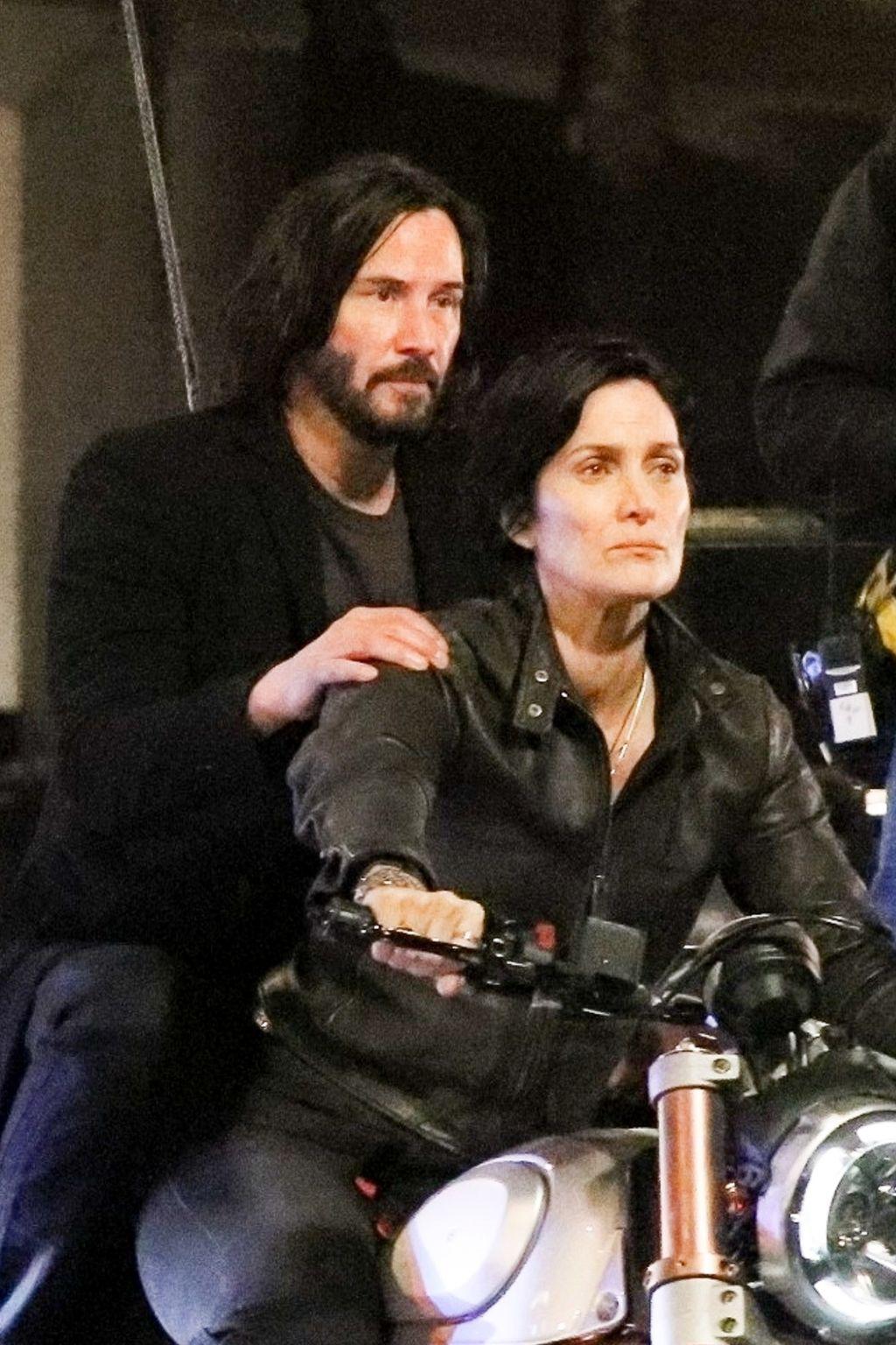 """""""The Matrix 4"""": Keanu Reeves y Carrie-Anne Moss se reúnen en el intenso rodaje del filme"""