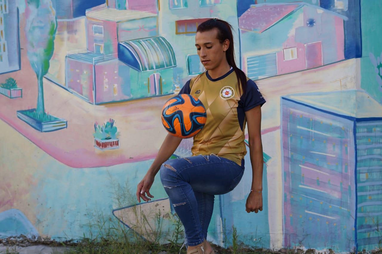 Conoce a Mara Gómez, la jugadora trans que busca hacer historia en el fútbol profesional argentino