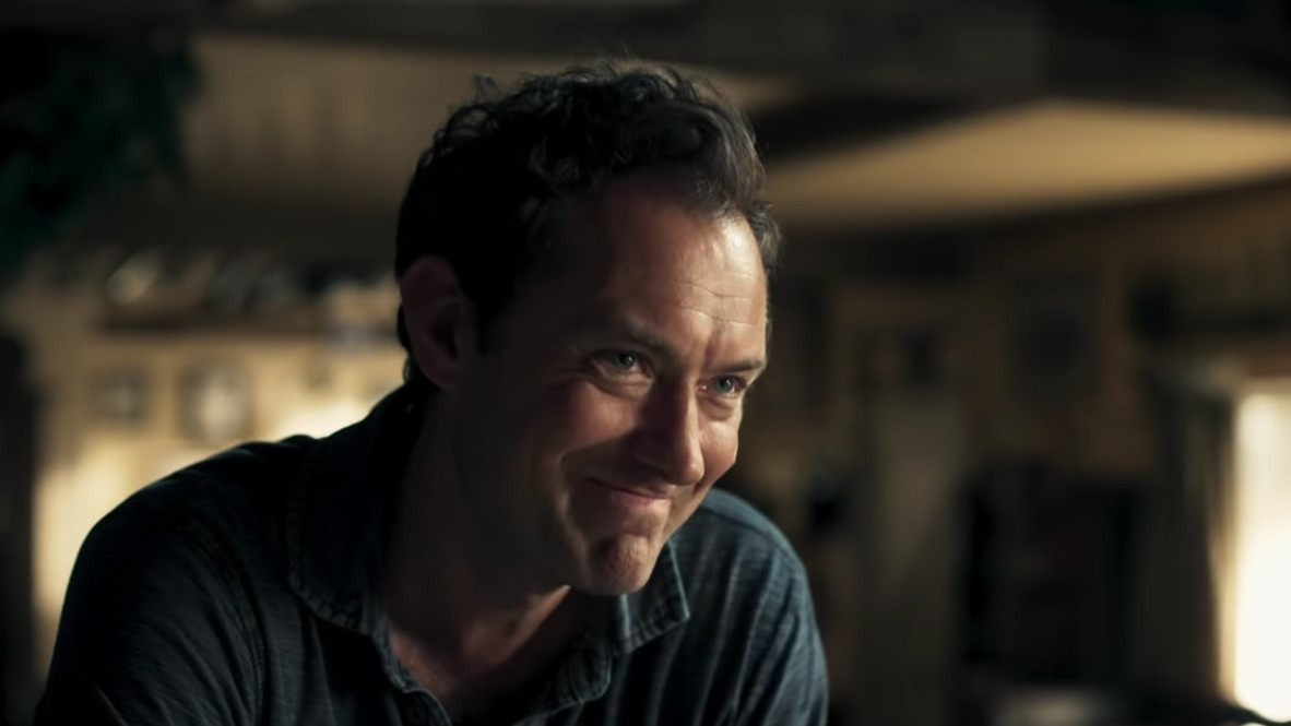 """The Third Day"": Jude Law busca resolver el misterio de una isla siniestra en esta miniserie de HBO"