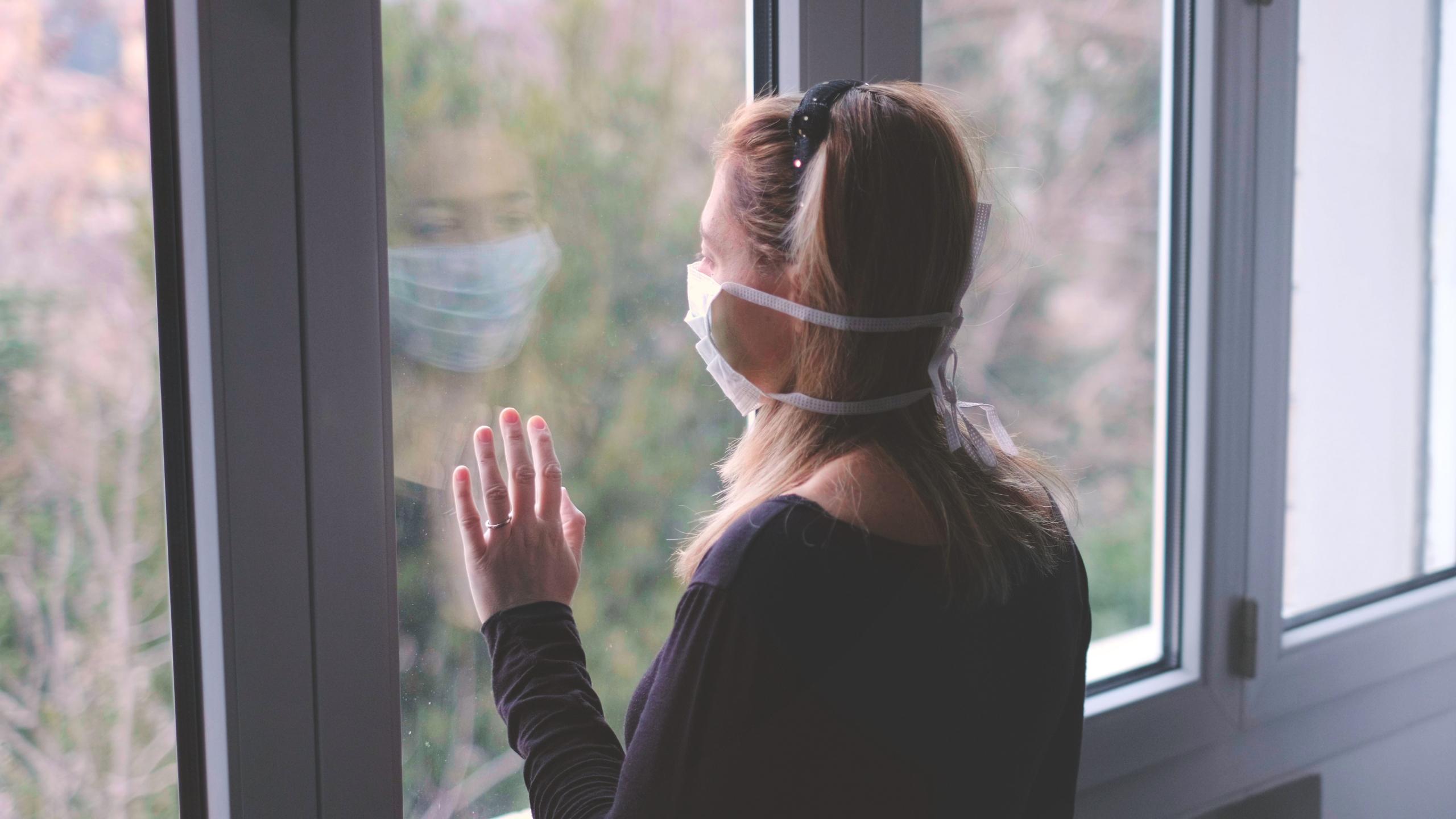 Francia albergará en hoteles a víctimas de violencia doméstica durante la cuarentena