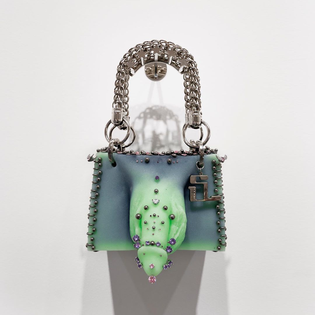 Conoce a Stef Van Looveren, el artista belga que hace bolsos NSFW inspirado en penes y vaginas