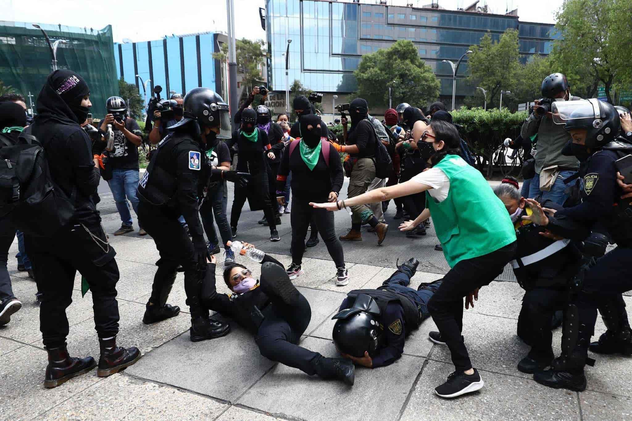 México: Escalan las tensiones luego de la marcha convocada por feministas en la CDMX