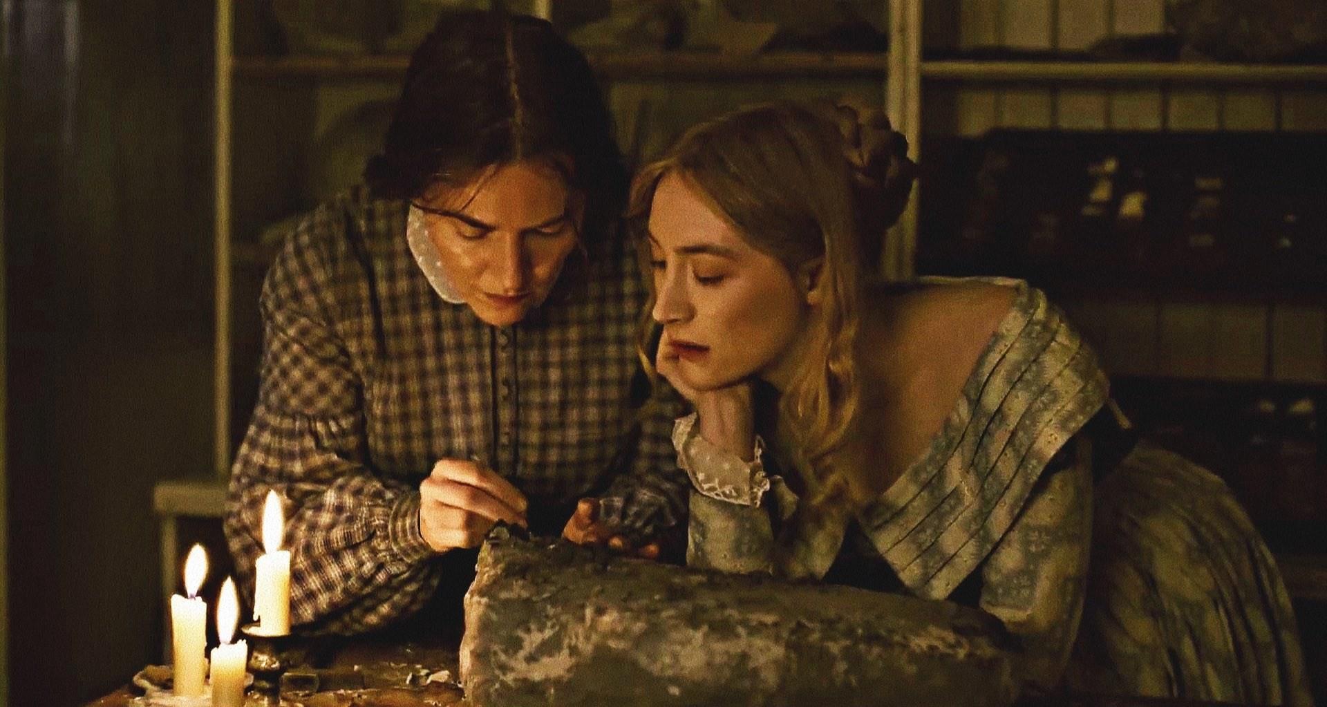 """""""Ammonite"""": El esperado drama lésbico con Kate Winslet y Saoirse Ronan estrena nuevo trailer"""