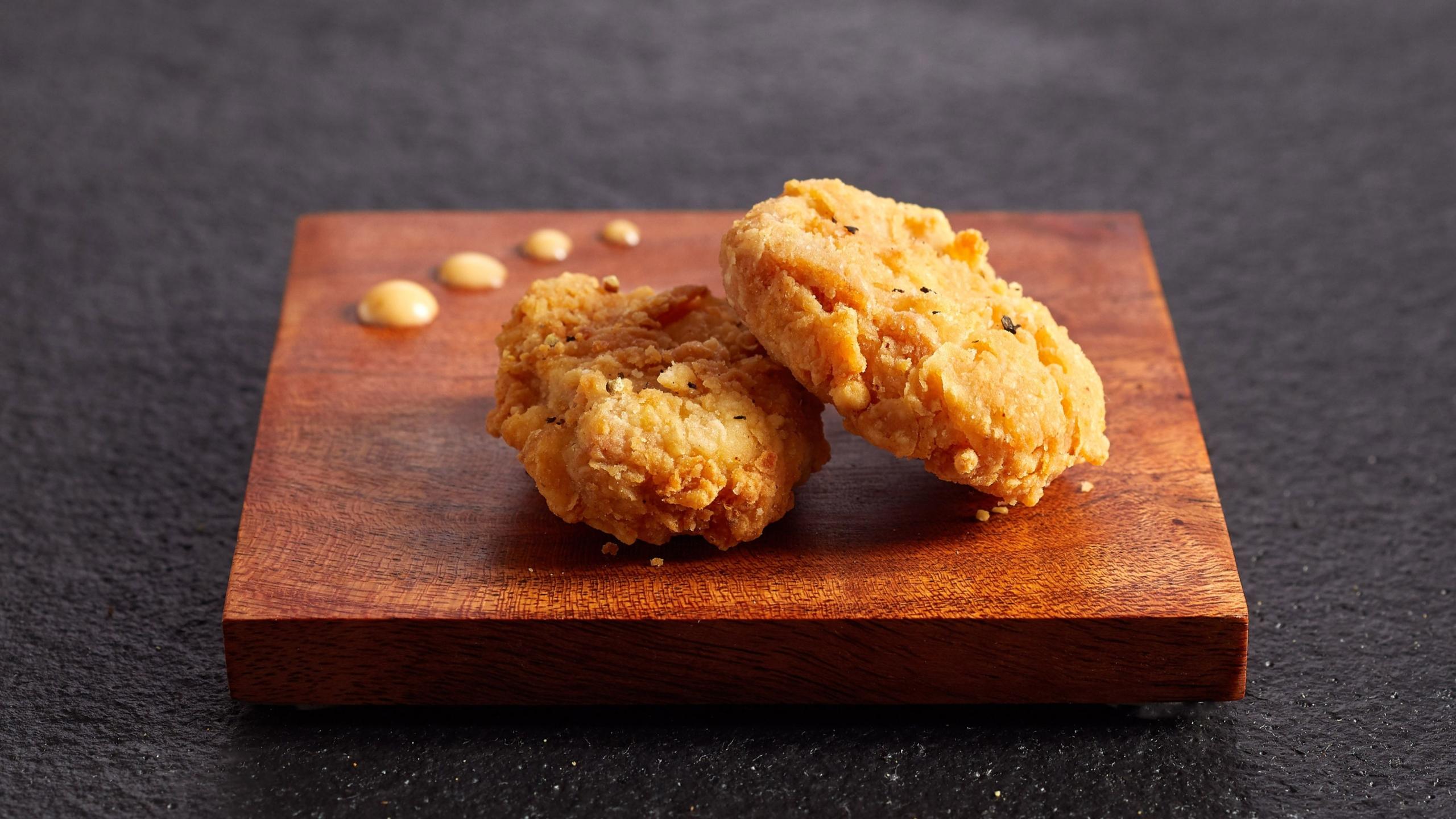 Singapur hace historia como el primer país en aprobar la venta de carne de pollo hecha en laboratorio